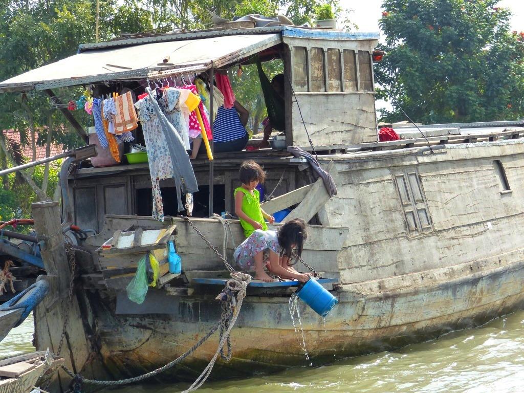 Vietnam delta Mékong fleuve eaux bateaux VenSông Lodge guesthouse population densité Beaucoup d'habitants du delta vivent sur leurs bateaux