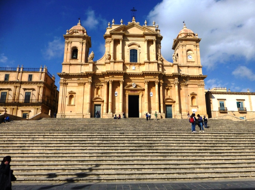Méditerranée Italie Sicile baroque Noto La cathédrale San Nicolo, coeur du coeur monumental du vieux Noto baroque