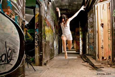 Séance photographique dansée avec Syyl-Art dans un lieu abandonné en Ile de France en 2012 (photo Syyl-Art)