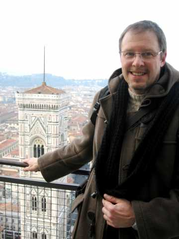 écrivain Thierry Leroy avec vue panoramique sur Florence