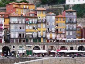 Europe Portugal Porto Douro Les maisons et commerces du bord de l'eau