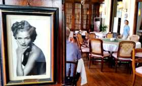 Asie Indonésie Java Jakarta Batavia café restaurant mythique hollandais compagnie des Indes cuisine Une vue du grand salon au premier étage du Café Batavia construit au début du XIXème siècle dans l'ancienne ville coloniale de Jakarta