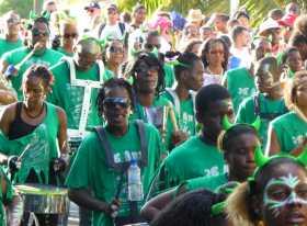 La force d'entrainement des vagues de percussions au carnaval de Fort de France en Martinique