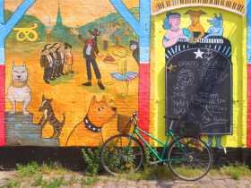 Danemark Copenhague Christiana Peintures et vélo dans le quartier alternatif, la commune libre de Christiania