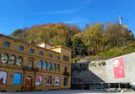 Donostia Espagne pays basque espagnol Euskadi Guipuzcoa Cantabrique San Sebastian Concha Urgull baie belle époque art musée San Telmo peinture basque Un musée ouvert comme un livre, à gauche la page Renaissance, à droite la page XXème siècle