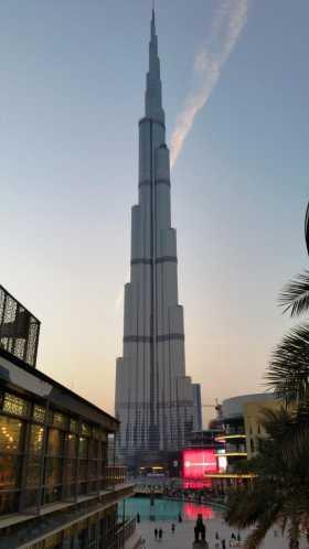 Emirats Arabes Unis Dubai La tour Burj Khalifa dominant le downtown de Dubaï