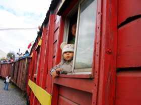 Equateur Quito Train Chemin de fer ferrocariles Il y a quelques années on pouvait voyager dans les voitures du train ou ... sur les toits