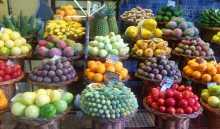 Une incroyable variété de fruits de la passion tropicaux maracuja couleurs Madère Fonchal mercado dos lavradores
