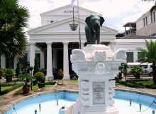 L'entrée néoclassique du Musée National de Jakarta