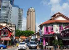 Asie Singapour Kampong Glam malais chinois architecture Des petits morceaux de XIXème siècle subsistent au milieu d'une ville très XXIème siècle