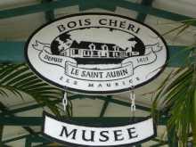 Maurice L'entrée du musée de Bois Chéri