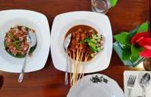 gastronomie cuisine Deux plats signature du chef Degan Septoadji au Café Degan à Bali en Indonésie