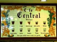 Espagne A Malaga au Café central, une leçon d'espagnol avant de demander son café
