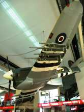 Normandie guuerre mondiale maquette de Hawker Typhoon, dans l'entrée du Mémorial de Caen