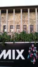 mode haute couture  L'affiche de l'exposition Fashion Mix devant le Palais de la Porte Dorée à Paris