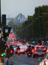 France Paris Les Champs-Elysées surchargés de voitures
