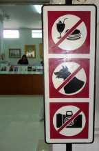 musées interdiction No photo ! pas de chien, pas de sandwich... mais c'est l'entrée d'un magasin et non d'un musée