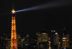 Paris Tours La Tour Eiffel vue de la Tour Montparnasse sur fond des tours de La Défense