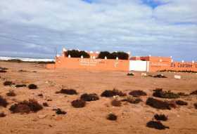 Un exemple d'hôtel perdu au fin fond du sud marocain, La Corbine d'Argent, près de Tarfaya (sud Maroc)